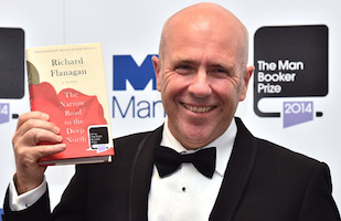El australiano Richard Flanagan gana el Man Booker Prize